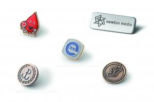 Individualaus dizaino ženkliukai, pakabukai, sąsagos, segtukai