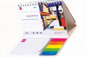 Pastatomi kalendoriai su lipniais lapeliais