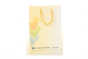 Popieriniai maišeliai su virvelinėmis rankenomis: spauda ofsetinė