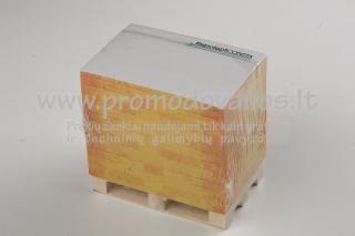 Plėšomi lapeliai ant medinių mini palečių