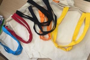 Medvilninis maišelis NICCE ilgomis spalvotomis rankenomis 38x42 cm