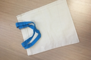Medvilninis maišelis AMSTERDAM trumpomis rankenomis 26x32 cm